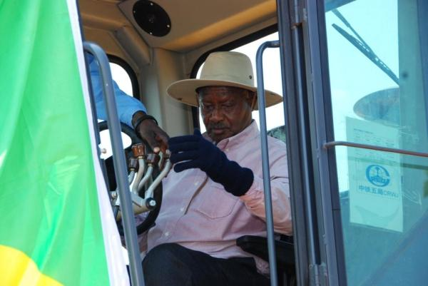 Museveni - Road building