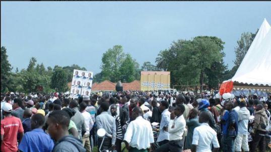 Amama 17.11.15 People to the Venue Kabarole