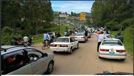Besigye Supports on the Road to Rukungiri 091115