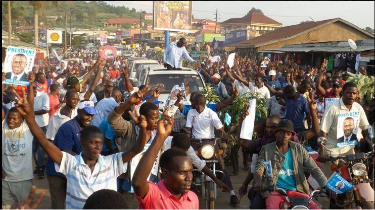 Kizza Besigye 14.12.15