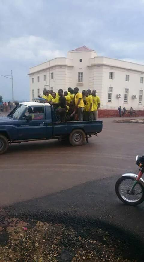 Mbale M7 Police Ferrying supporters to rally