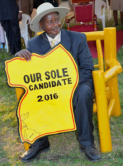 Museveni-with-a-dummy-map-of-uganda