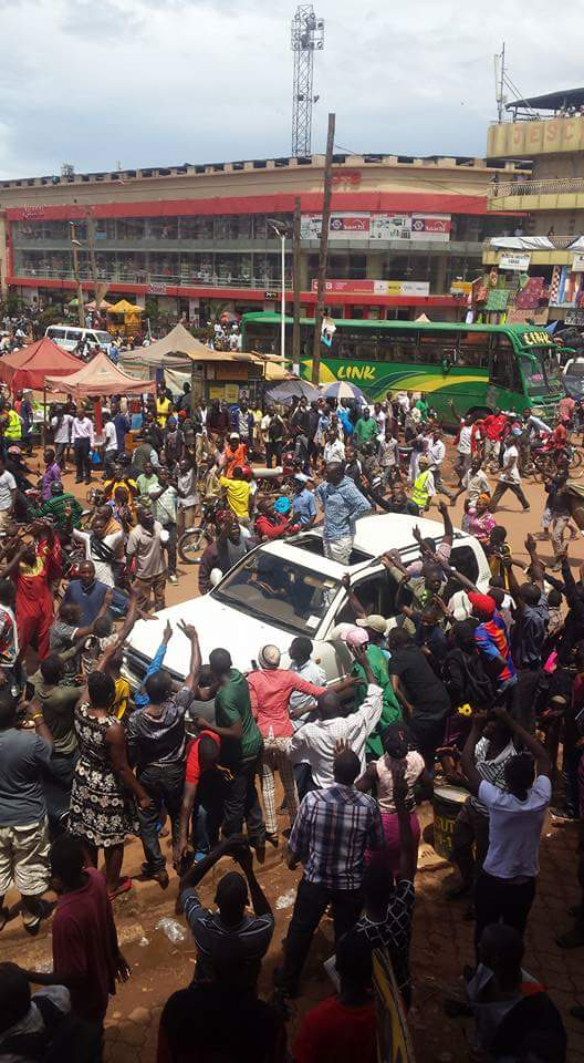 Besigye Kampala 11.05.2016 P4