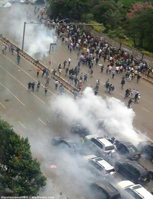 Nairobi 09.05.2016 Demonstration P7 Tear-gas