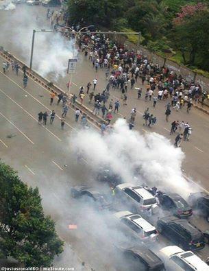 Nairobi 09.05.2016 Demonstration P7 Tear-gas
