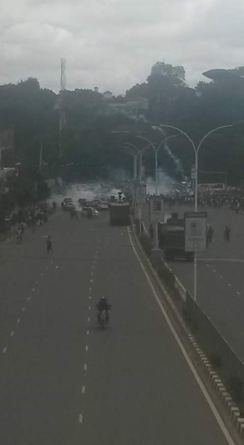 Nairobi 09.05.2016 Demonstration P8 Tear-gas