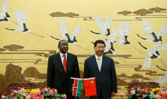 Kenyan President Uhuru Kenyatta (L ) and his Chinese counterpart Xi Jinping (R) stand together during a signing ceremony at the Great Hall of the People in Beijing, China 19 August 2013.