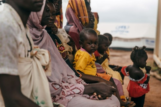 displaced-families-wait-for-health-care-assistance-at-the-un-protected-site-in-wau-photo_iom_mohamm